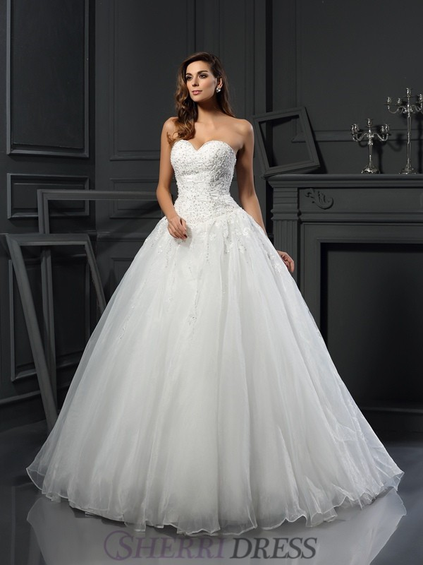Ball Gown Sweetheart Tulle Sleeveless Court Train Wedding Dresses