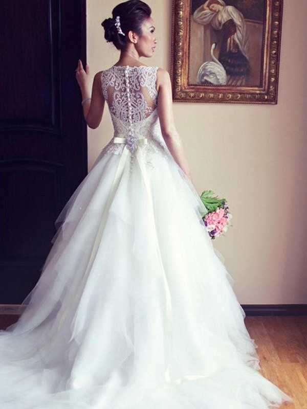 A-Line/Princess Scoop Tulle Sleeveless Chapel Train Wedding Dresses