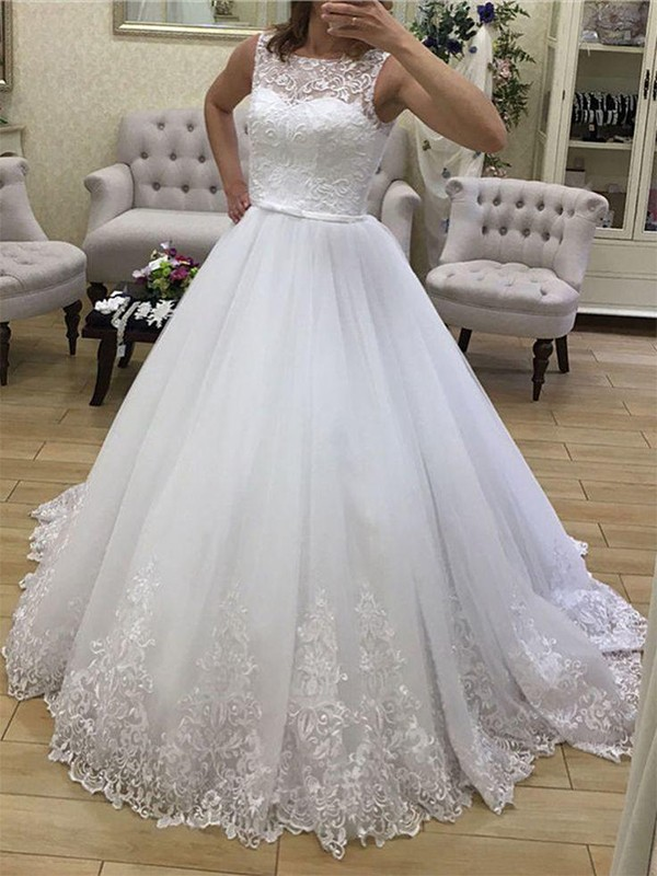 Ball Gown Scoop Tulle Sleeveless Court Train Wedding Dresses