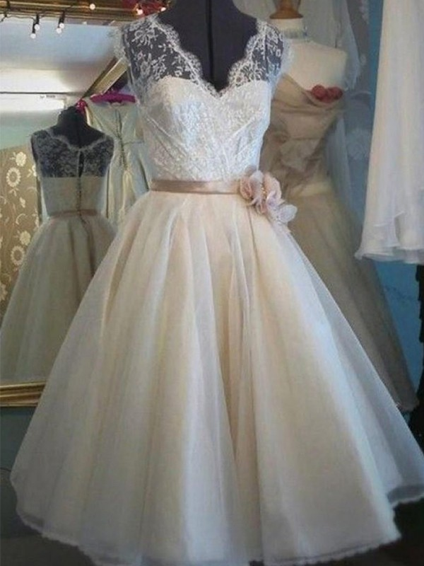 A-Line/Princess V-neck Tulle Sleeveless Knee-Length Wedding Dresses